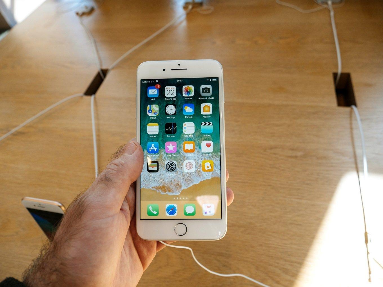 apple iPhones best cell phones for seniors